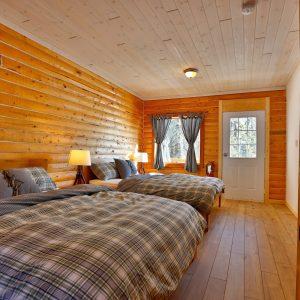 Cabin 2 queen bed 0220